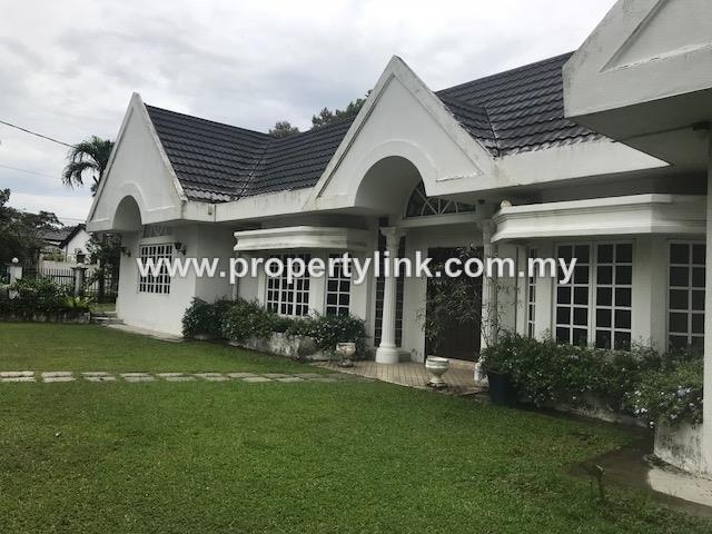 Bungalow in Section 11 Petaling Jaya, Cul-De-Sac, Selangor, Malaysia, for Sale 出售